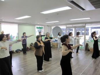 2月例会・フラダンス体験を開催