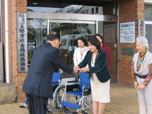 玉野市社会福祉協議会へ車椅子2台寄贈