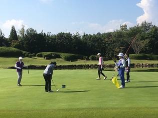 チャリティー親睦ゴルフコンペを開催