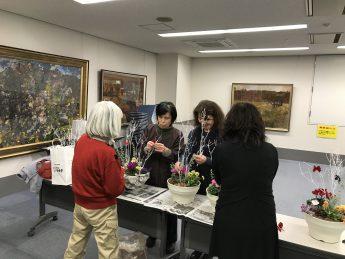 12月例会・クリスマス&迎春寄せ植え教室を開催